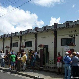The building of Guayabita del Pinar Liqueur Factory