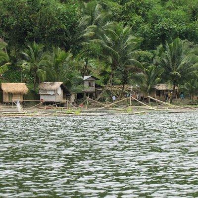 LakeSebu周辺の住居