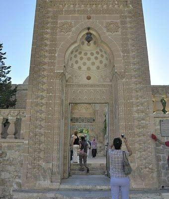Latifiye Camii portal from outside