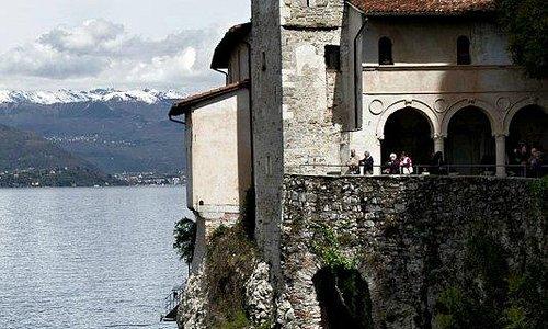 A strapiombo sul Lago maggiore