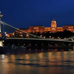 Chain Bridge, Royal Palace