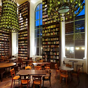 Library with 33'000 Books