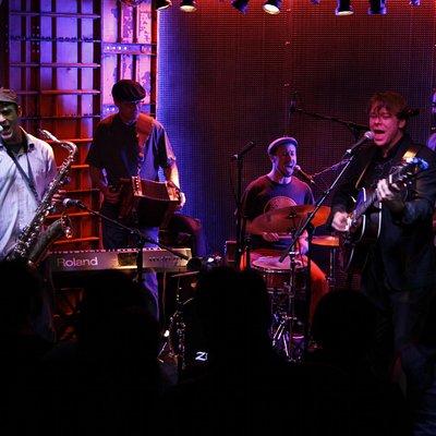 band in El Intruso