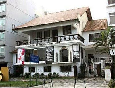 Casa de Laura Alvim, transformada em/Casa de Cultura Laura Alvim