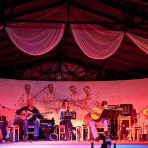 Ζωντανή μουσική - greek bouzouki orchestra