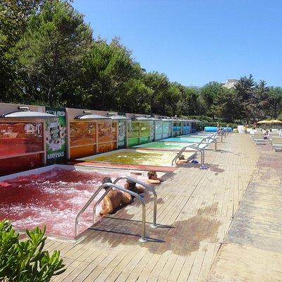 Vasche idromassaggio colorate