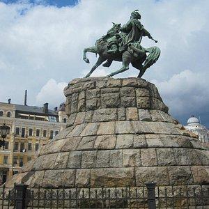 Hetman Bohdan Khmelnitsky Monument   Kyiv April 2012