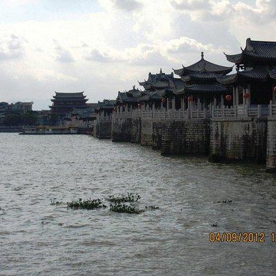 Admiring majestic Guangji Bridge from Binjiang Gallery.