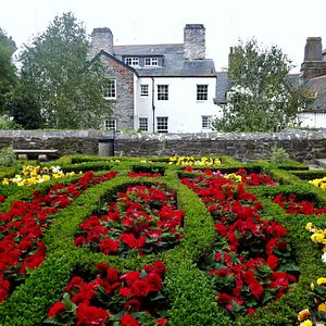 Elizabethan Gardens in September