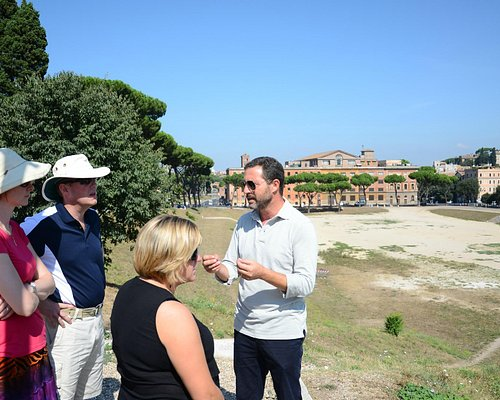 Alessandro showing us Rome.