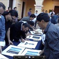 Ceremonia de firma de grabados. Proyecto de Residencias Artísticas en el Taller del Museo Posada