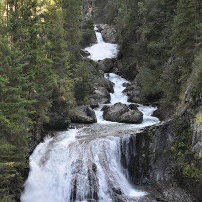 Una delle cascate del percorso