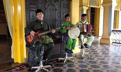 live traditional music played