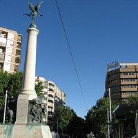 Monumento a las batallas. Vista descendente del Paseo de la Estación