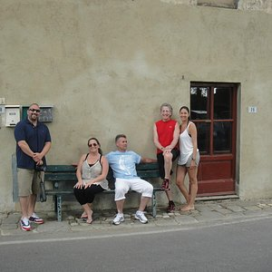 Waiting for our tour of the winery! Jonathan, Marieanne, Andreas, Dennis and Randi aka Gambe Lu