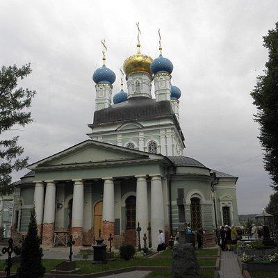 Главный храм обители во всей красе.