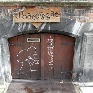 't Poastersgat Beer cellar bar