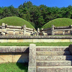 Tombs of King Kongmin and his wife