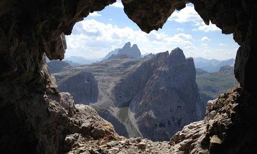 Stollenanlage Elferscharte - Blick auf die Sextner Dolomiten - Im Vordergrund der Einser und im