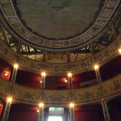 Teatro Garibaldi - tutto in legno