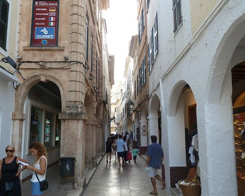 Paseo comercial Ses Voltes