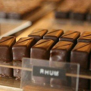 Chocolatier visit: watch the best french chocolatier works in his kitchen back kitchen tour
