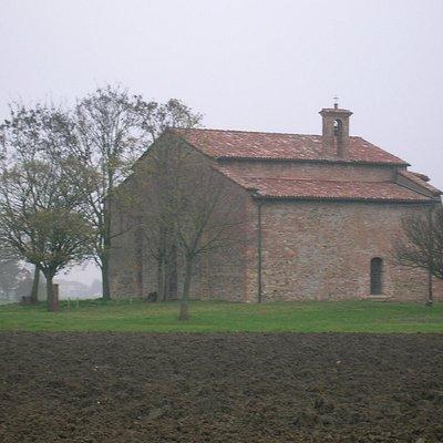 Piccola Pieve romanica ricca di storia e di alcuni reperti inusuali come la Triplice Cinta