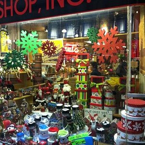 """I love the Nut House during the holidays. I buy all my gifts from them for that """"so Nashville"""" s"""
