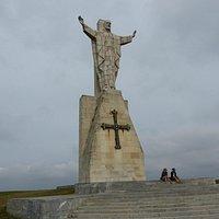 Monumento al Sagrado Corazón con la Cruz de la Victoria