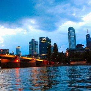 Skyline beim Sonnenuntergang vom Museumsufer
