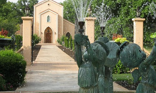 Precious Moments Chapel offers free tours daily.
