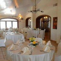 Salone allestito per un matrimonio