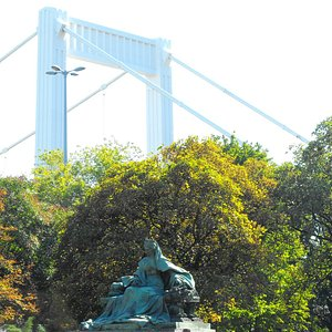 Bridge and the Statue of Queen Elisabeth of Austria (Empress of Austria and Queen of Hungary).