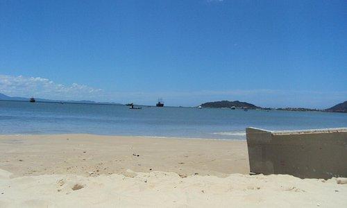 A calma da praia Cachoeira do Bom Jesus