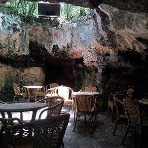 La cueva de dia
