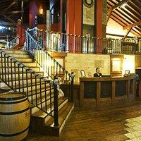 La escalera es la entrada para Humus Cocktail Bar