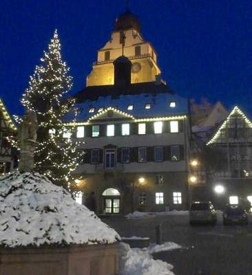 Marktplatz, Rathaus und Stiftskirche Herrenberg zur Weihnachtszeit