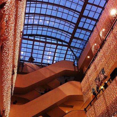 Christmas decoration illum centre hall