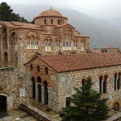 Ναός του Οσίου Λουκά και τράπεζα(παλιά τραπεζαρία) της Μονής
