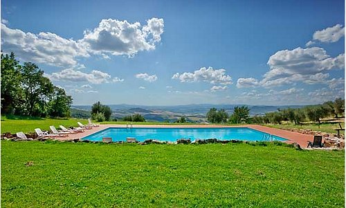 Piscina panoramica sulla Val d'Orcia