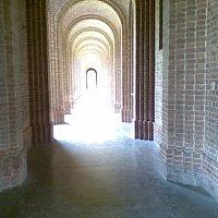 Round pillars