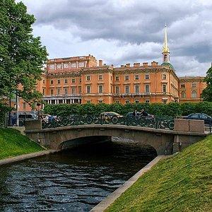 Михайловский замок. Нижне-Лебяжий мост через Лебяжью канавку