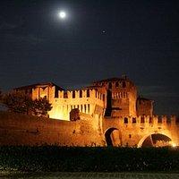 La Rocca Sforzesca di notte
