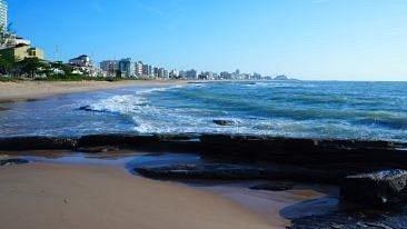 Praia pela manhã