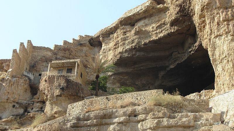 Le grotte degli eremiti