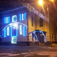 Фасад в ночное время