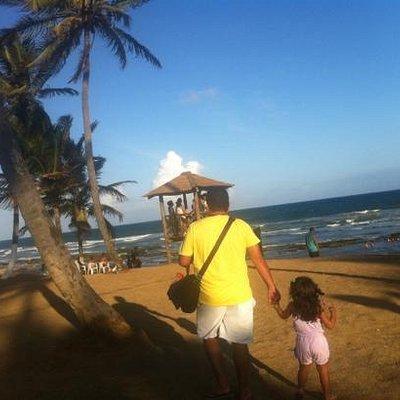linda praia perfeita para crianças e adultos