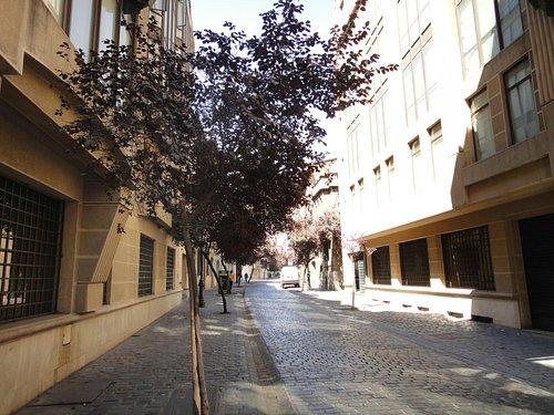 Rua calma do Barrio Paris Londres
