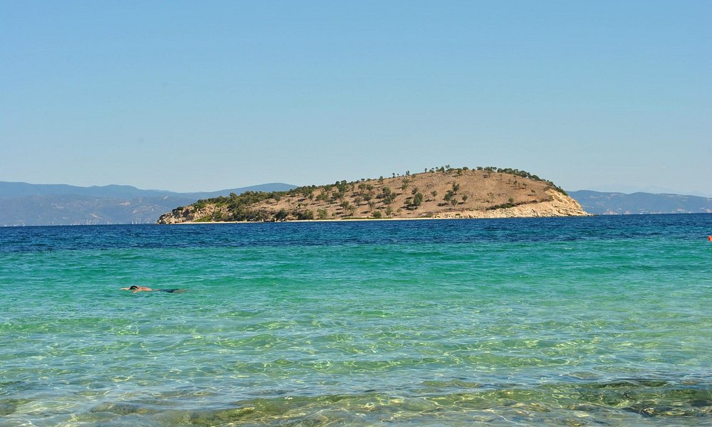 Talgo beach and the clear water