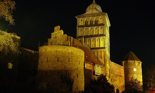 Burgtor-Befestigungsanlage feldseitig